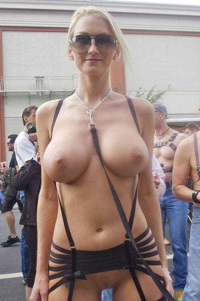Gorgeous Blonde Woman Flashing Nude In Public Crowd -1528